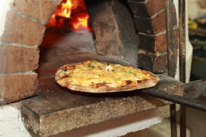 The JAXON Terrace is Open with Music by Jon Galfano & wood-fired pizzas by Pizza Mia! @ Medford | OR | US